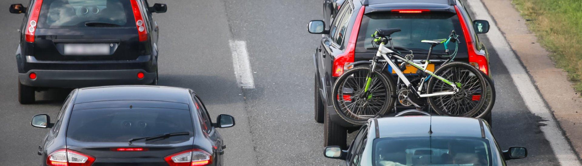 Mit dem Fahrradträger auf der Autobahn - Worauf sollte man achten?